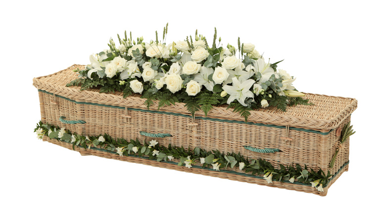 Traditional-Willow-Coffin-with-Green-Bands